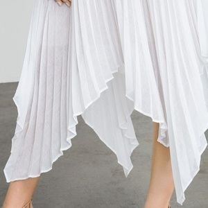 BCBG White pleated light weight maxi skirt